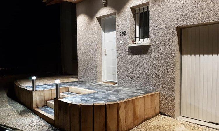 escalier poutre chêne avec remplissage pavé modern