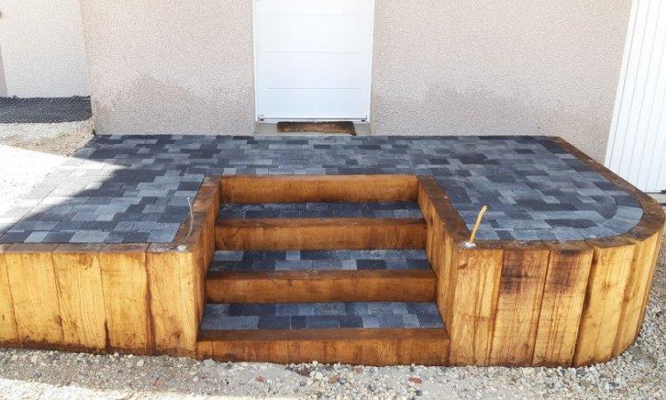 escalier bois et pavé béton multi-formats