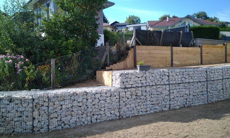 aménagement en poutres chenes et gabions en pierre de grésy à Cuvat