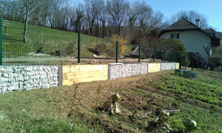 mur gabion et poutres chêne