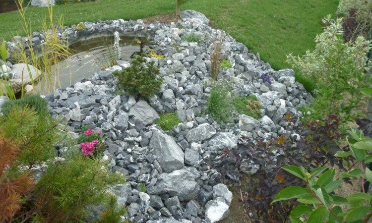 bassin avec rocaille en pierre de marlens