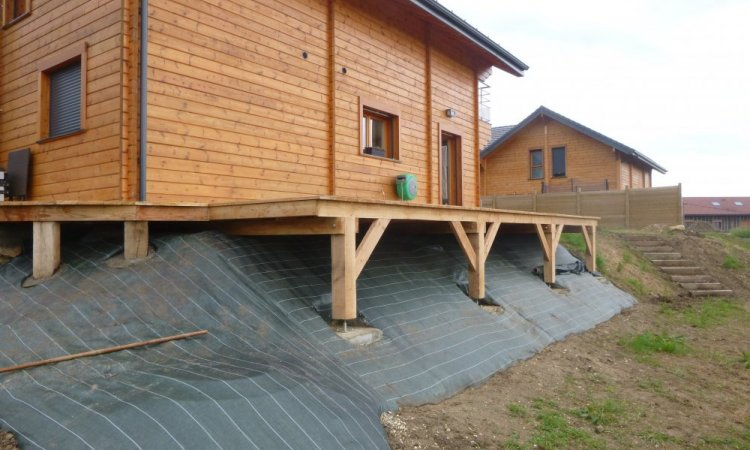 terrasse bois suspendue à villaz