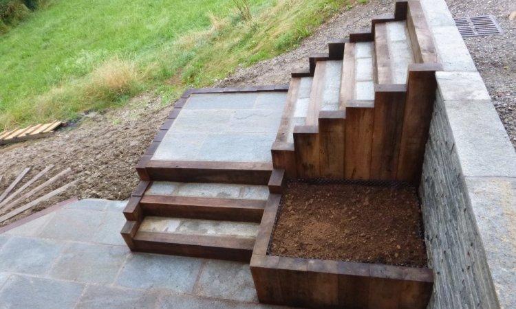 Aménagement d'escalier 1/4 tournant avec bac de plantation